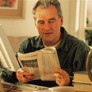 我的爷爷爱读报