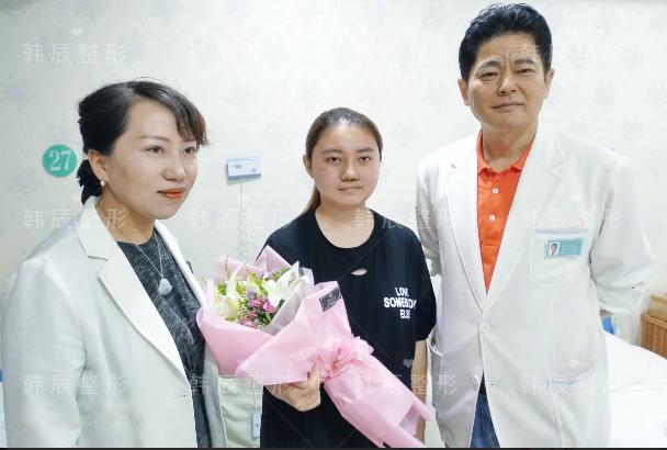 韩辰医院为中国最美环卫工举行一场别开生面的婚礼