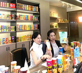 《【天辰国际】裕生食品线上广交会开展 演员陈哈妮英文展现中国品牌力量》
